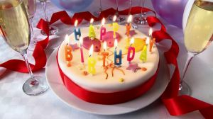 170641162-torta-de-cumpleanos-champan-copa-de-champan-fiesta-de-cumpleanos